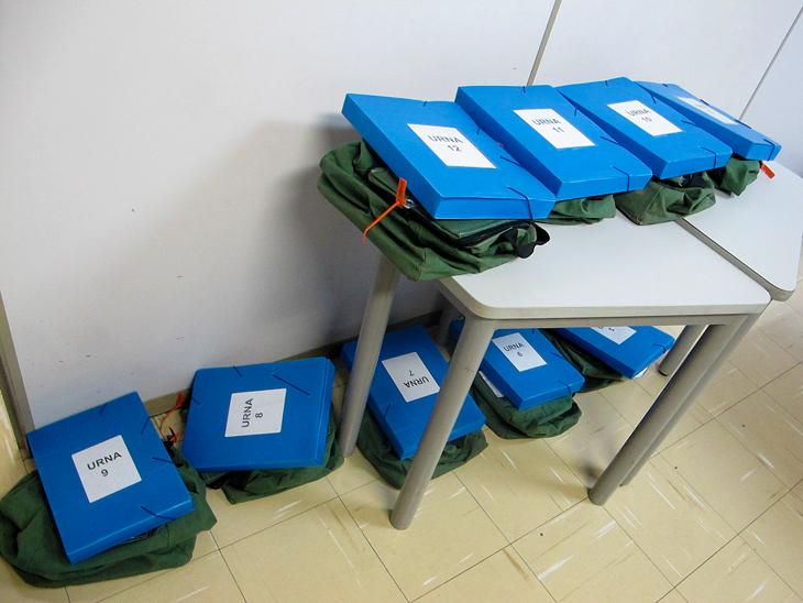 As urnas, após chegarem na sede.
